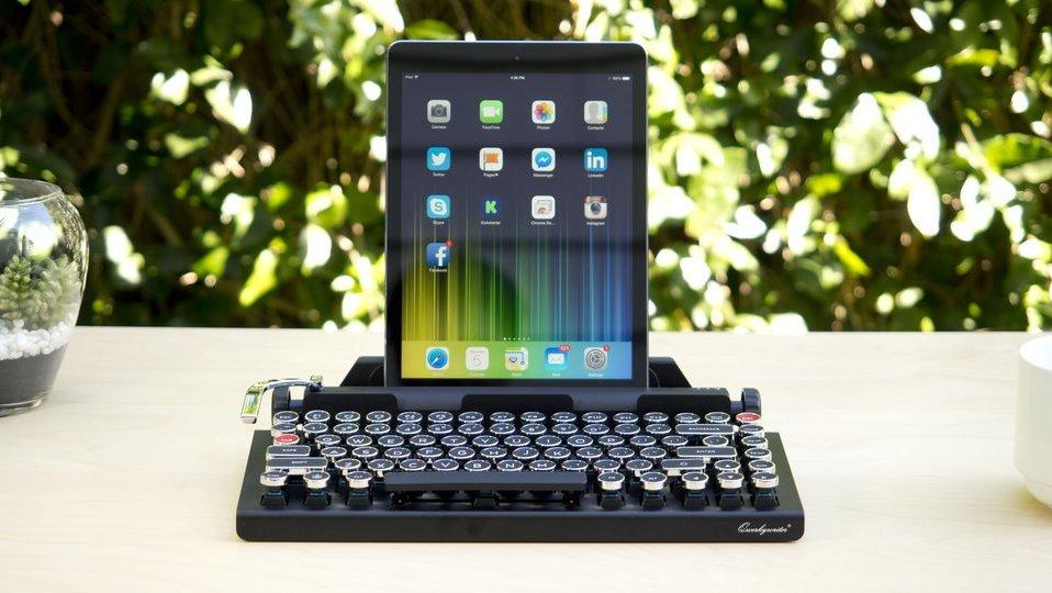 Qwerkywriter Retro Bluetooth Keyboard: Too Cool