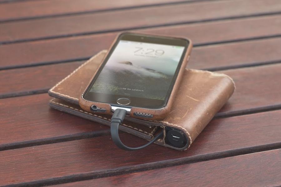 Nomad Bi-Fold Horween Leather Charging Wallet