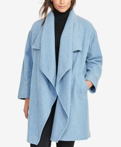 Made from buttery soft merino wool, this wool jacket features a relaxed silhouette, oversized collar and two side pockets for ease and comfort. Wear this open for a loose and flowing look.
