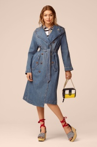 The classic trench coat gets re-made in vintage-inspired denim. Tie it around the waist for a feminine, cinched-in look, or wear it open and loose for a more casual update.