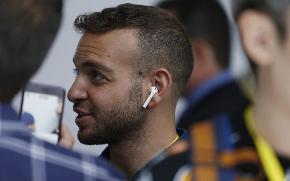 earbuds beatsx airpods