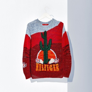 A slouchy ode to the Great American West, this cozy sweater is styled slightly oversized and features an intarsia cactus and an emblazoned Hilfiger signature.
