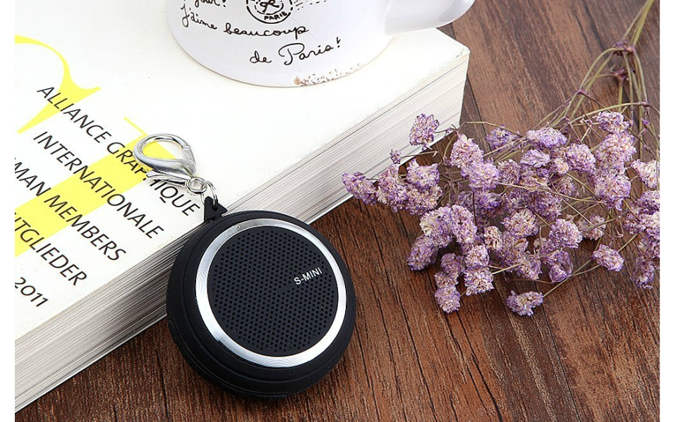 Dikaou's Keychain Blutooth Speaker is Small