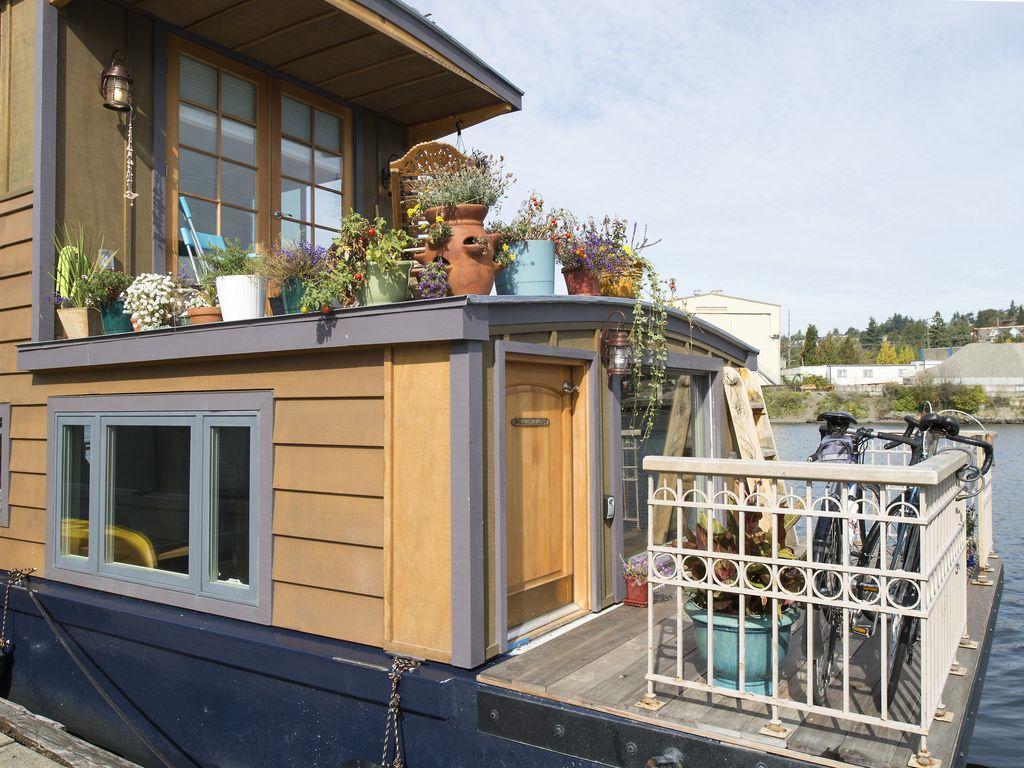 VRBO Houseboat Rental