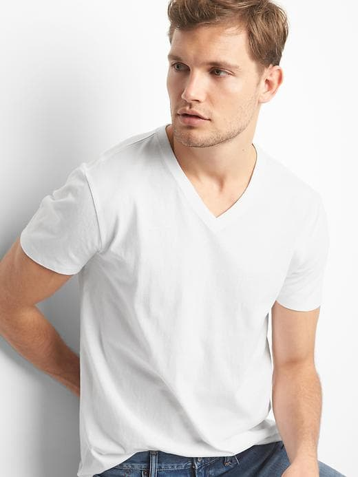 white t-shirt gap