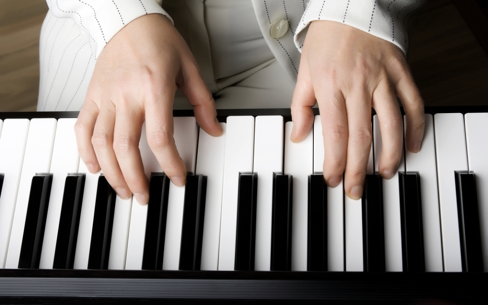 learn to play piano best beginner