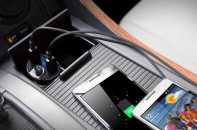 Criacr FM Transmitter in car