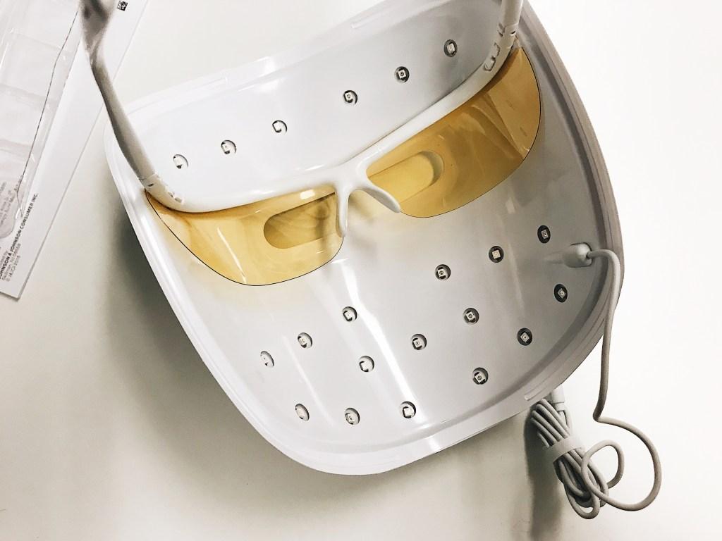 neutrogena light therapy mask review