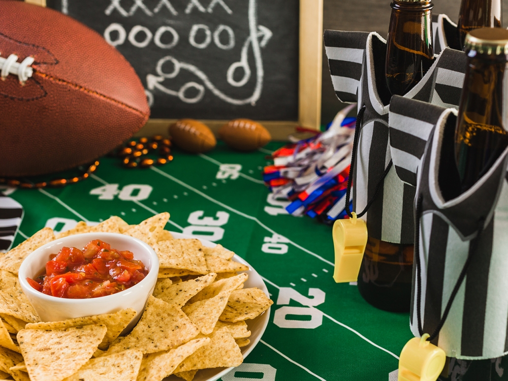 SPY Guide: How to Host a Healthy Super Bowl Party