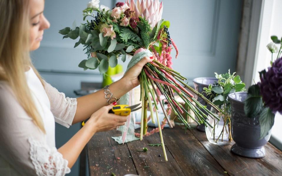 how to keep flowers fresh make