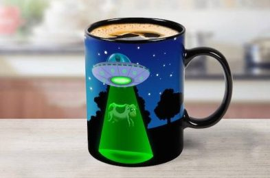klgv_color_change_ufo_mug_inuse