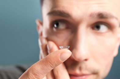 how to put on contact lenses tips tricks