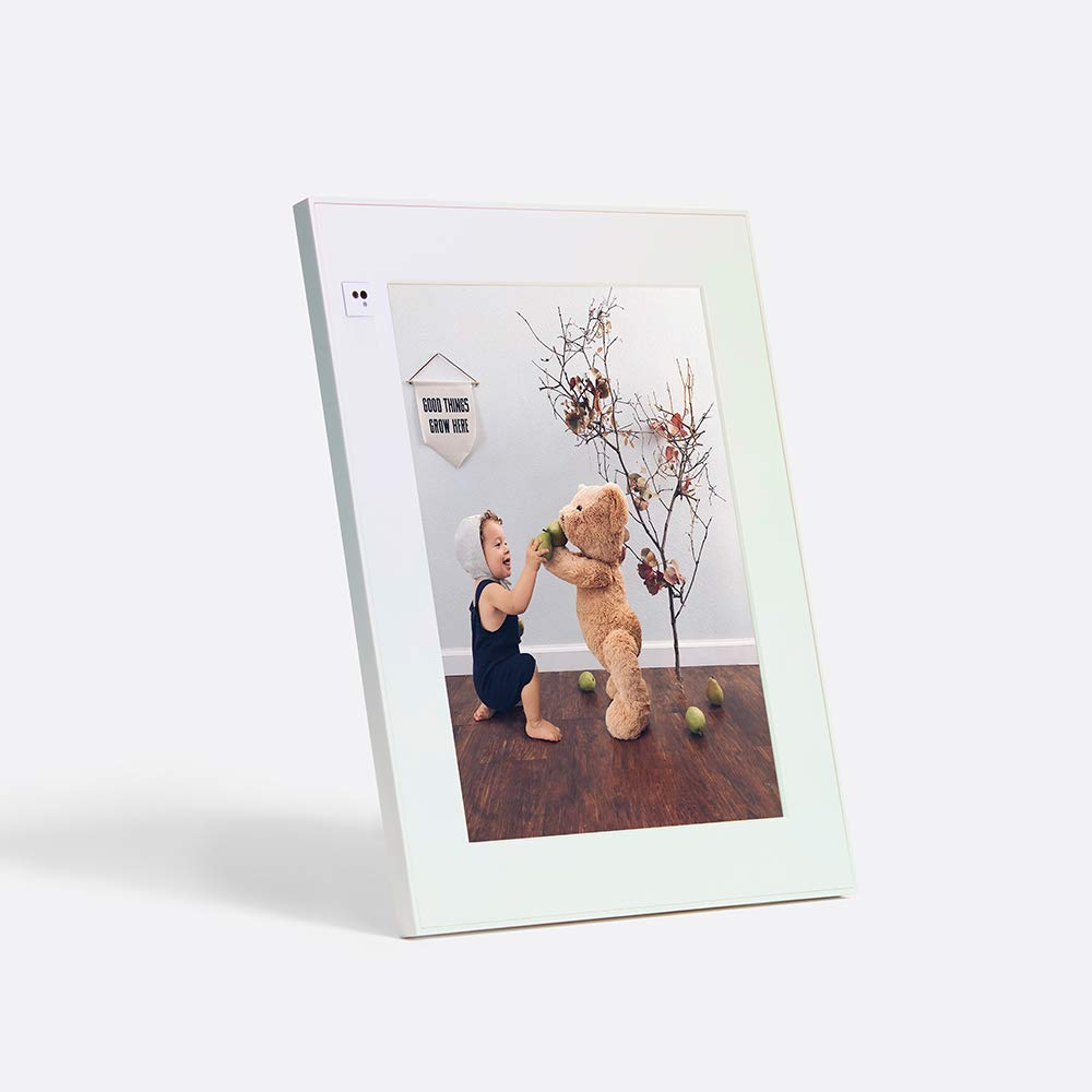 Aura digital photo frame amazon