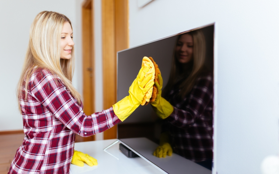 how to clean tv screen