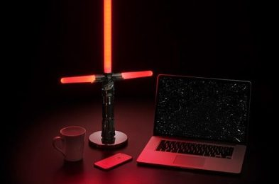 jjor_star_wars_desktop_lightsaber_lamps_inuse1