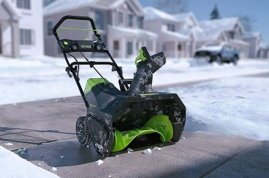 wireless snow blower clears out ice and snow without being plugged in