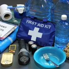 hurricane-emergency-kit-featured-image