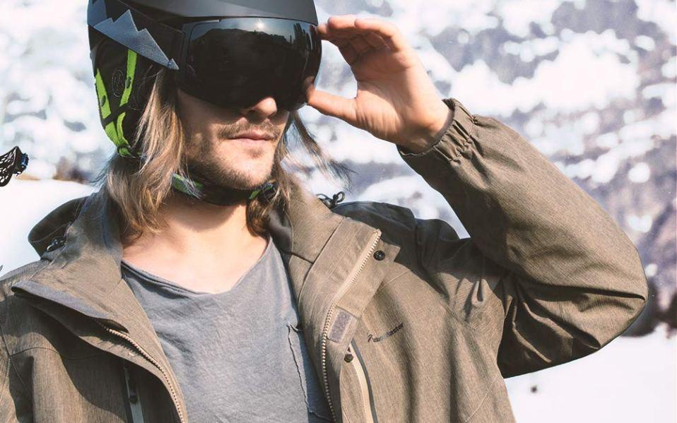 ski helmet featured image