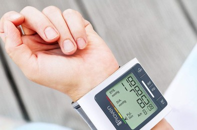 digital-wrist-blood-pressure-monitor-featured-image