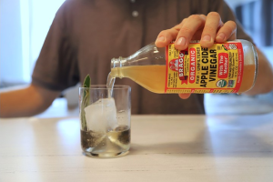 apple cider vinegar benefits bragg man
