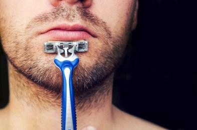 shutterstock_648299314-man-holding-gillette-razor