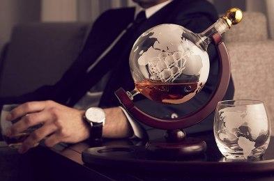 Whiskey-Decanter-Globe-Set-lifestyle