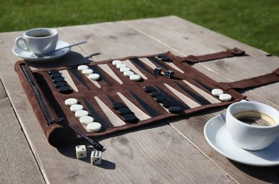 backgammon-set-featured-image