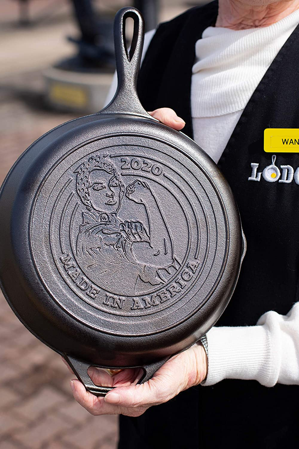 lodge rosie the riveter skillet, gifts for wife