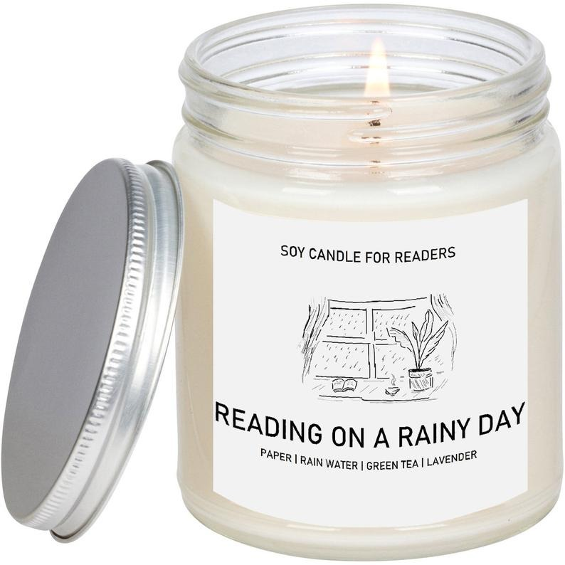 ChiCandle-Reading-on-a-Rainy-Day-Candle