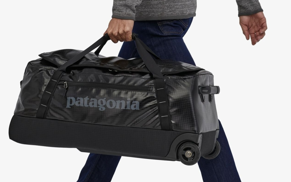 Man carries Patagonia Black Hole Rolling