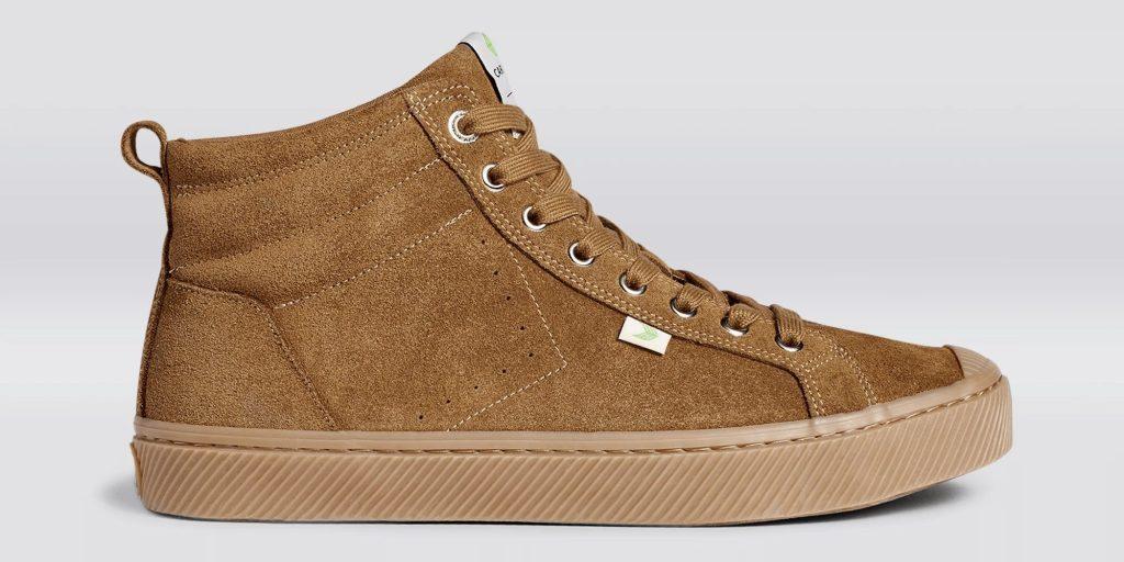 cariuma-oca-high-meutral-suede-sneaker