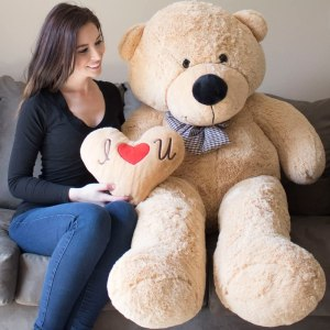 giant teddy bear, best valentine's day gifts