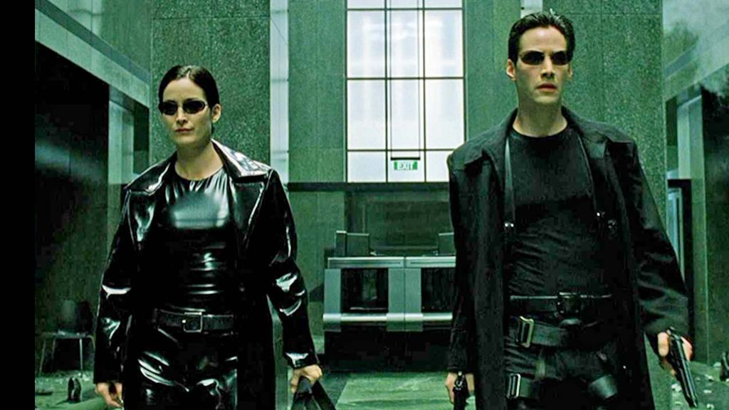 Keanu Reeves and carrie-anne moss in matrix movie