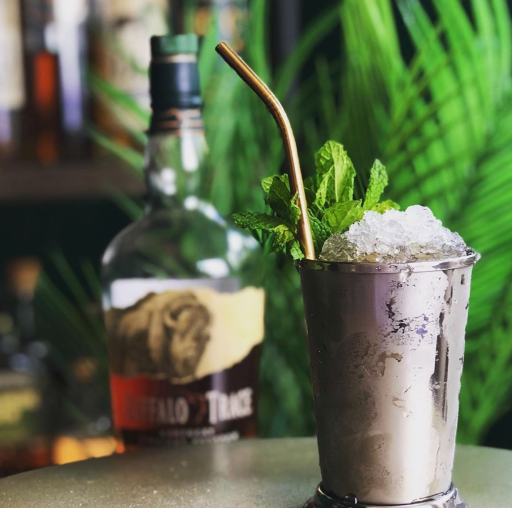 mint julip whiskey cocktail