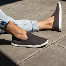 all-birds-tree-lounger-slip-ons-lifestyle-image