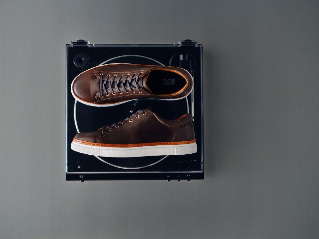 Wolverine low stop sneaker in brown