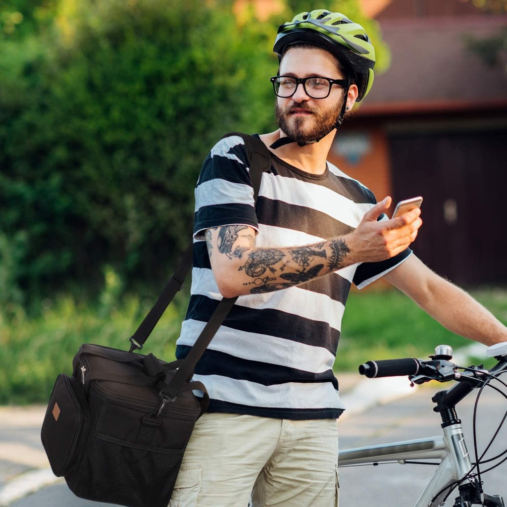 hipster with lifewit-cooler-bag