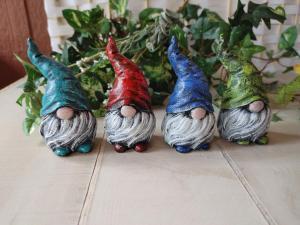 LaurelArts concrete gnome figurines, lawn gnomes