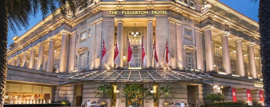 Fullerton Hotels front entrance, work for paradise