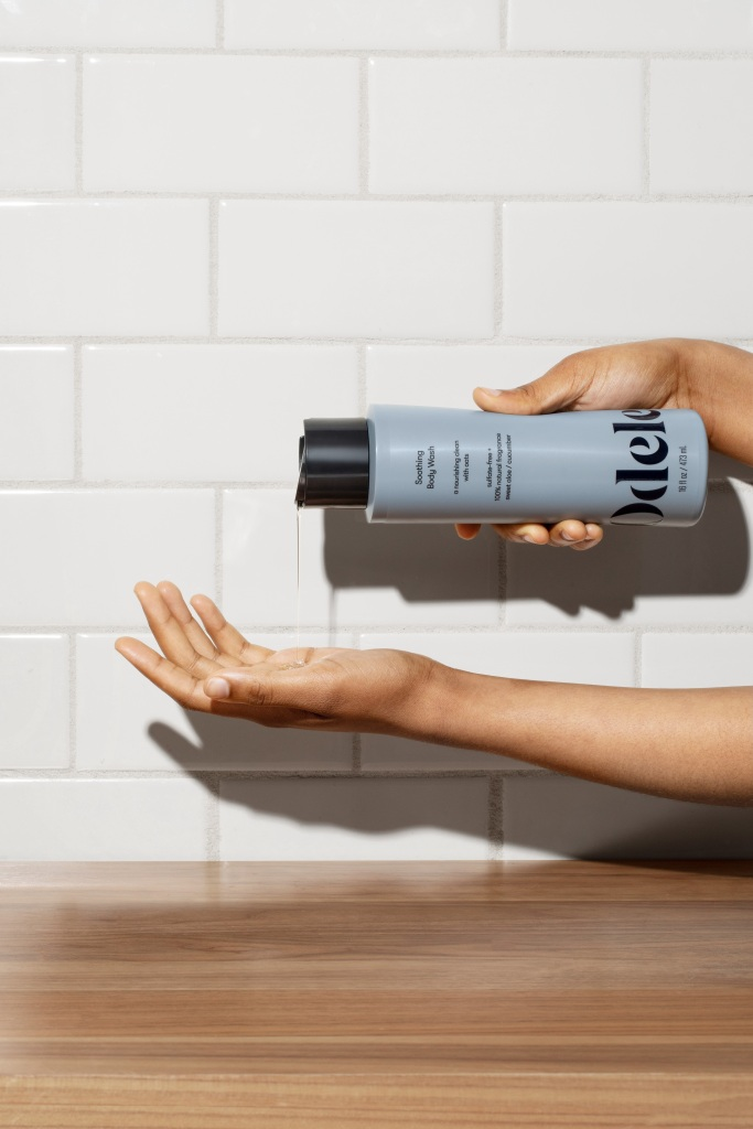 Odele_Soothing-Body-Wash-squeezed-in-hand