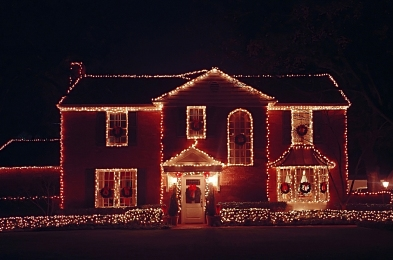 how-to-hang-Christmas-lights-featured