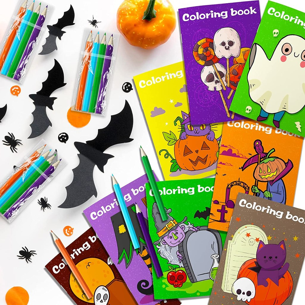 Halloween Coloring Books with Crayons by Gmaophy